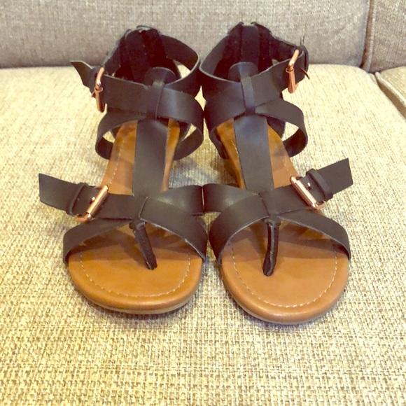 2e142e740b96d Express strappy sandals size 6